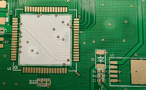 导通孔设计在焊盘上.jpg